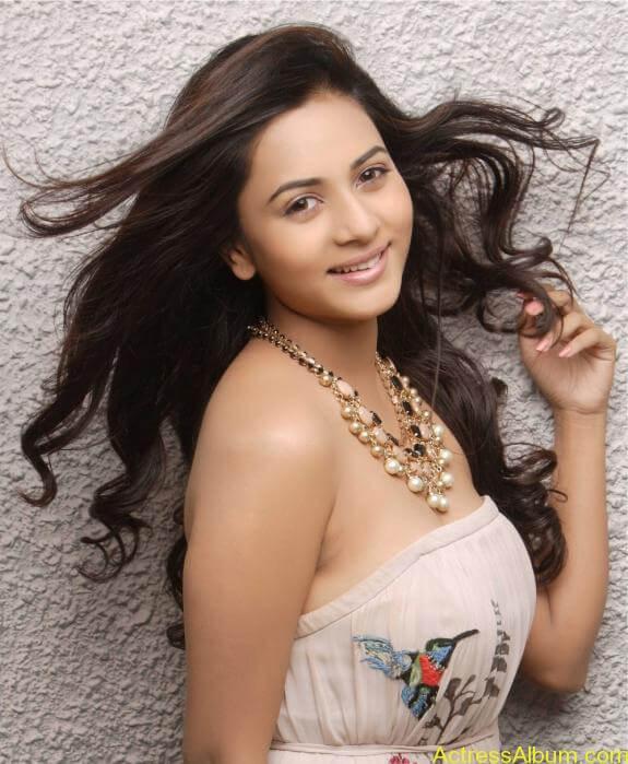 actress suza kumar hot photos (27)