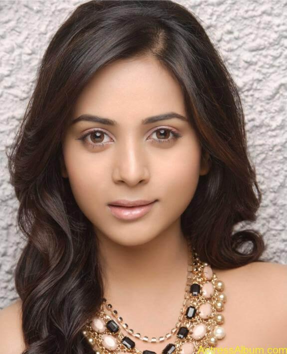 actress suza kumar hot photos (29)