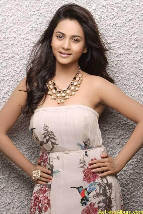 actress suza kumar hot photos (30)