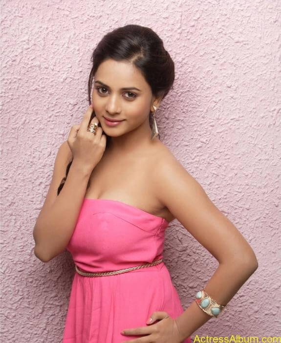 actress suza kumar hot photos (35)