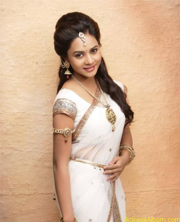 actress suza kumar hot photos (4)