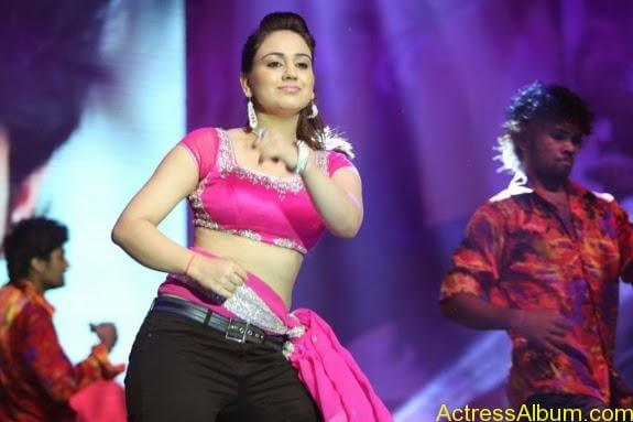 aksha hot stills (14)