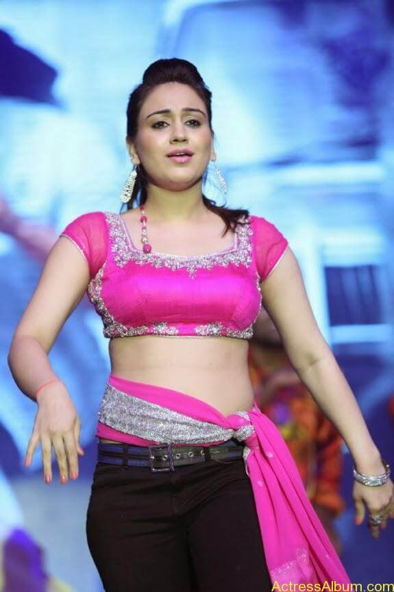 aksha hot stills (2)