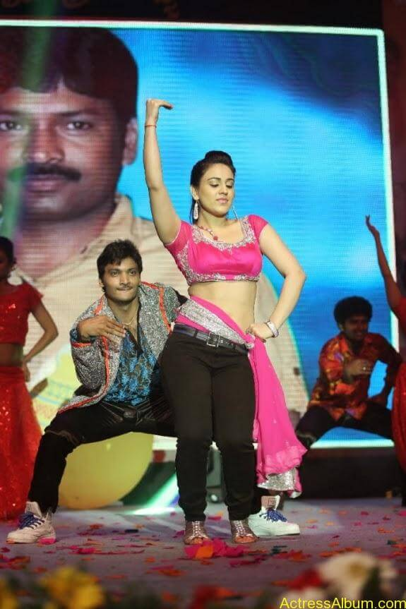 aksha hot stills (5)