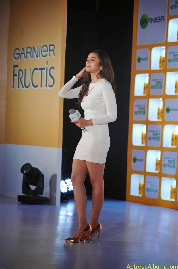 Alia Bhatt hot in mini short shorts (2)