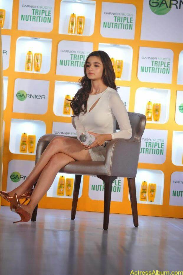 Alia Bhatt hot in mini short shorts (3)