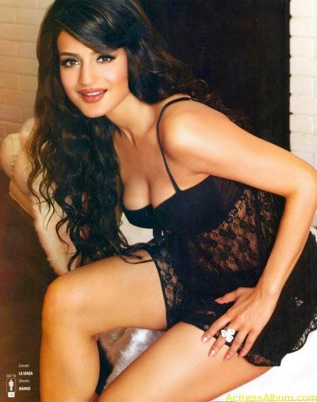 Amisha-Patel-Latest-Hot-Photo-Shoot (4)