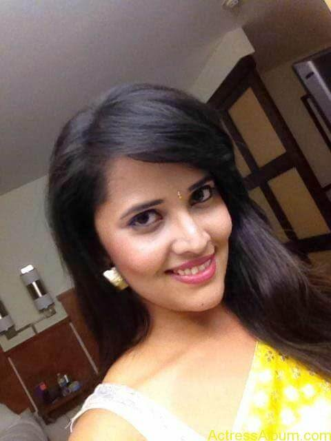 Anchor Anasuya Bharadwaj's Hot Images 9