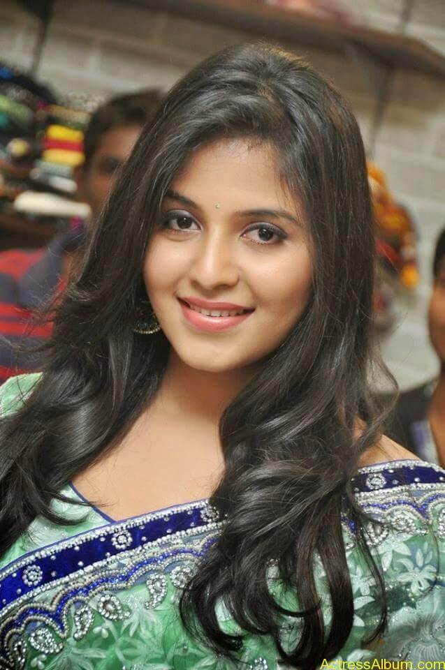 Anjali latest cute hot stills in saree (5)