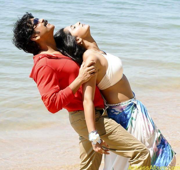 Anushka Shetty Hot Kisses & Sexy Cleavages 0001