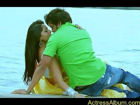 Anushka Shetty Hot Kisses & Sexy Cleavages 010