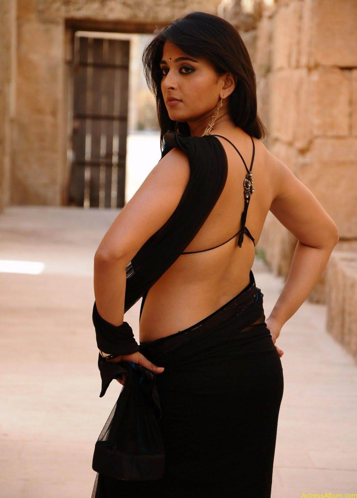 Anushka Shetty Hot Kisses & Sexy Cleavages 12
