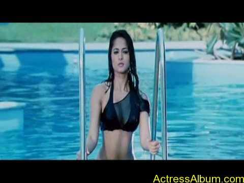 Anushka Shetty Hot Kisses & Sexy Cleavages 15