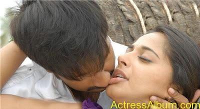 Anushka Shetty Hot Kisses & Sexy Cleavages 18