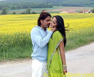 Anushka Shetty Hot Kisses & Sexy Cleavages 30