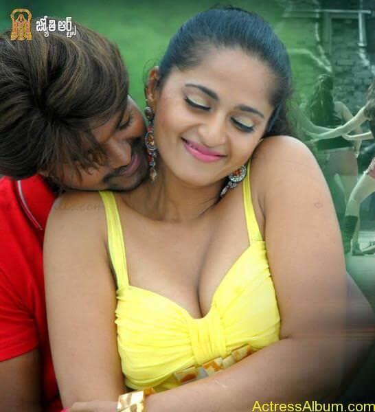 Anushka Shetty Hot Kisses & Sexy Cleavages 5