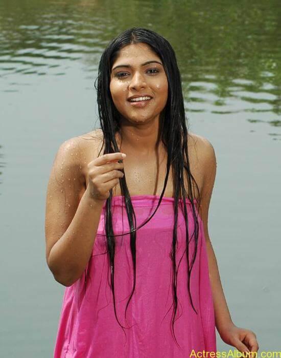 Bhanu hot stills (1)
