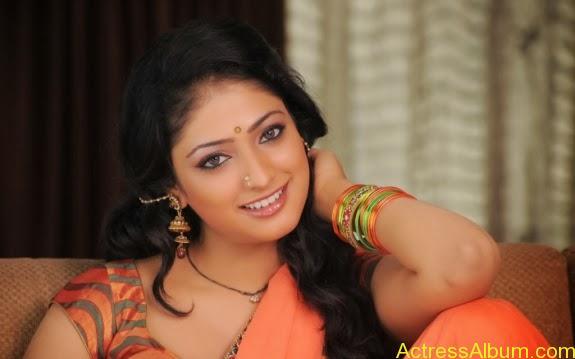 Haripriya hot in saree photos (10)