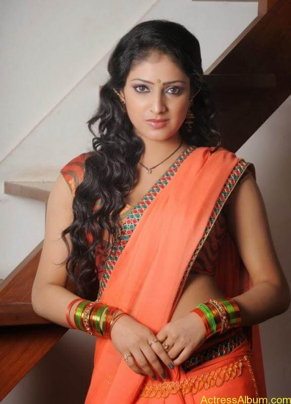Haripriya hot in saree photos (2)