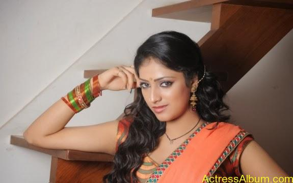 Haripriya hot in saree photos (4)