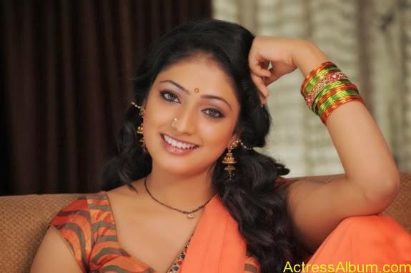 Haripriya hot in saree photos (5)