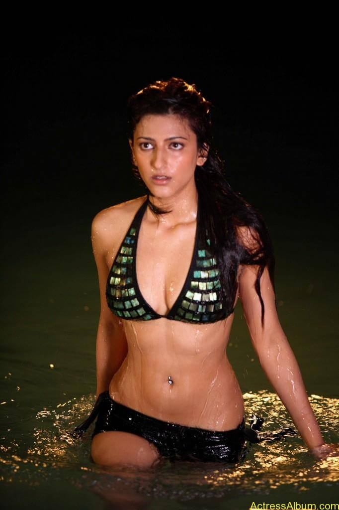 Hot-Bollywood-Actress-Bikini-Swimsuit-Pics-682x1024