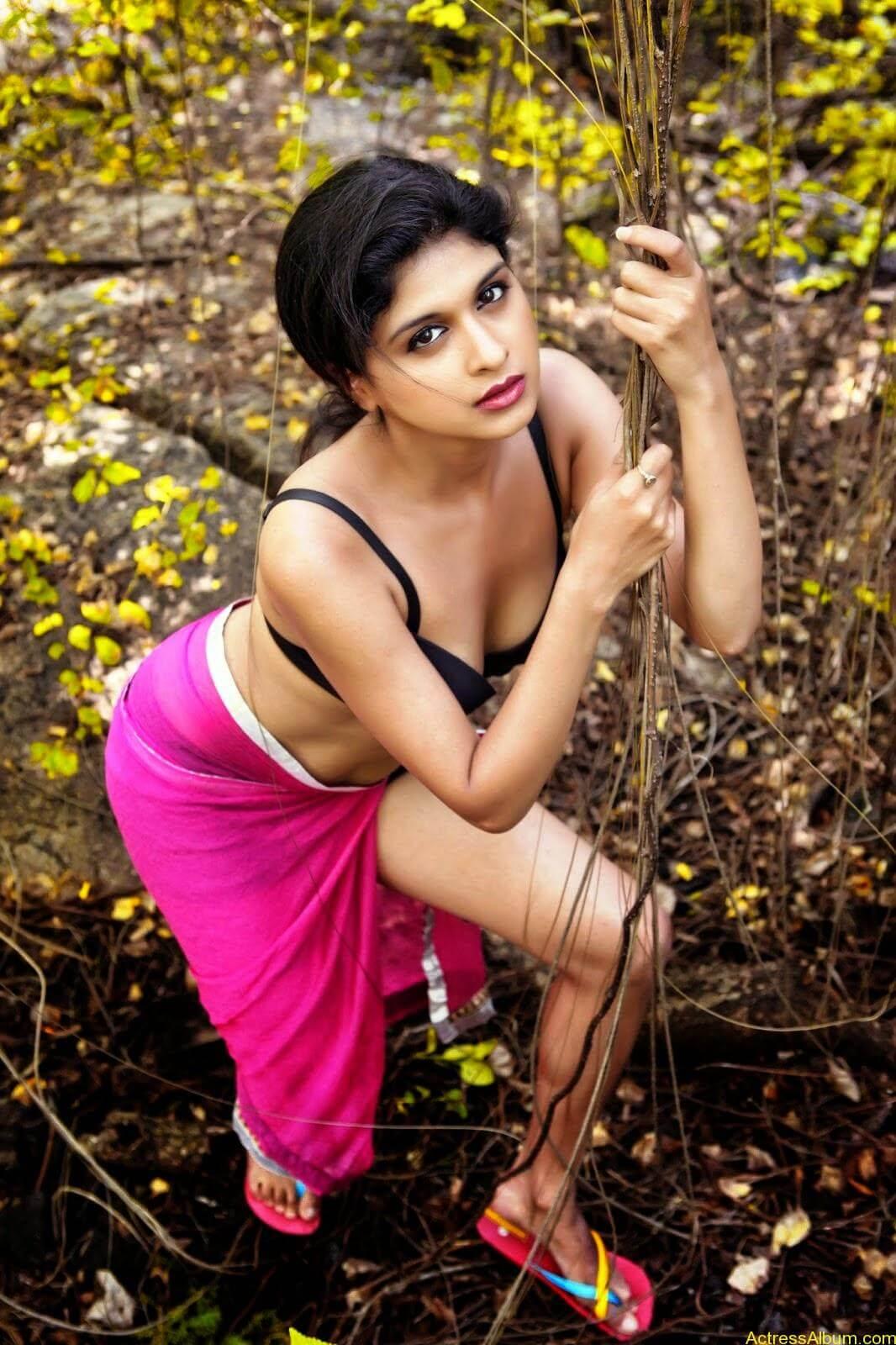 ice-cream-actress naveena-hot-stills-(1)