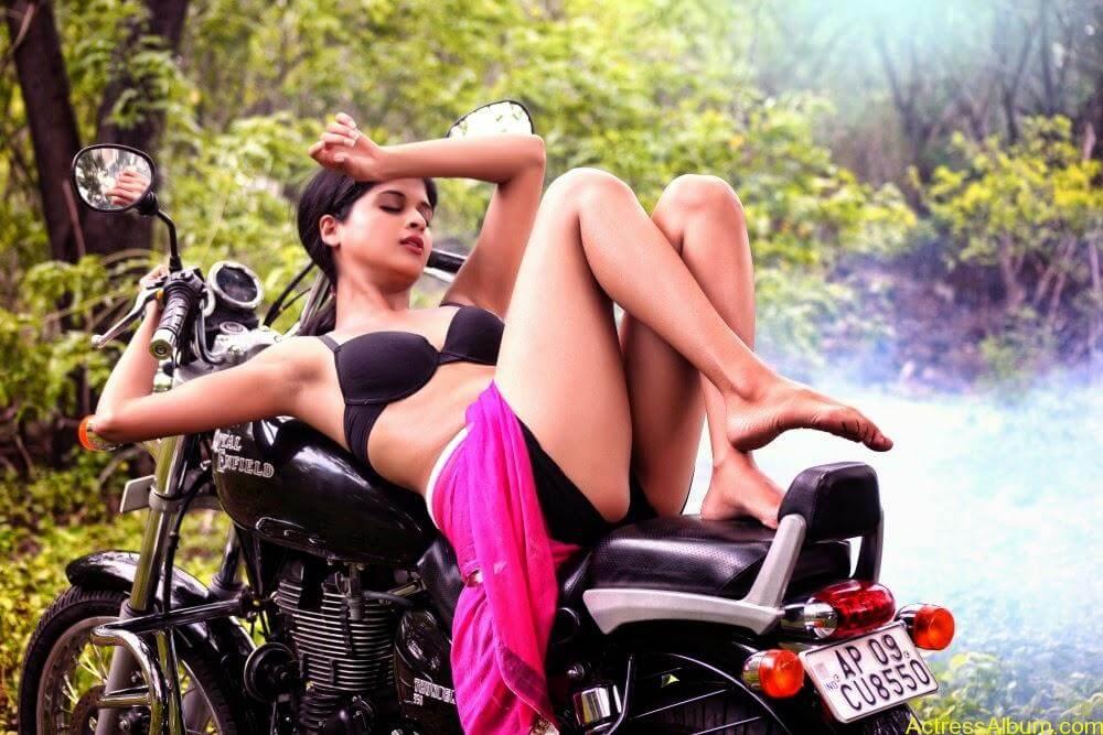 ice-cream-actress naveena-hot-stills-(7)