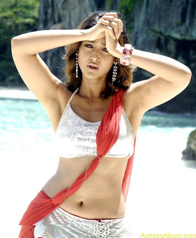 Ileana hot beach pics in red dress 13
