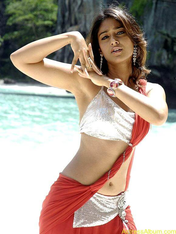 Ileana hot beach pics in red dress 2