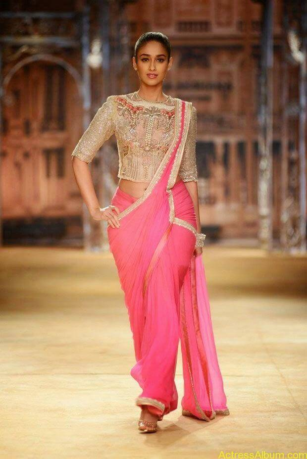 Ileana latest wallpapers while ramp walk (4)