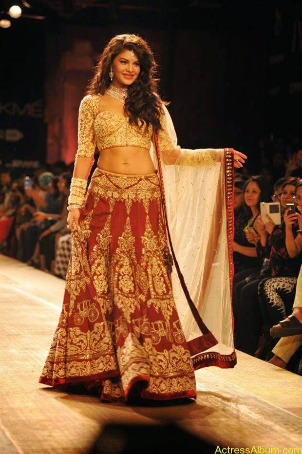 Jacqueline Fernandez Ramp walk wallpapers (1)