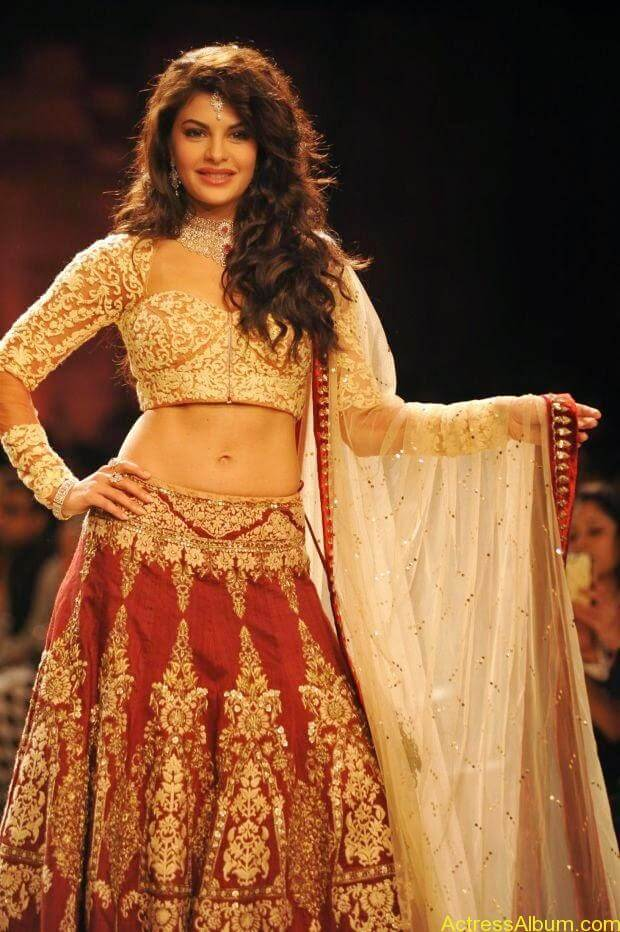 Jacqueline Fernandez Ramp walk wallpapers (2)