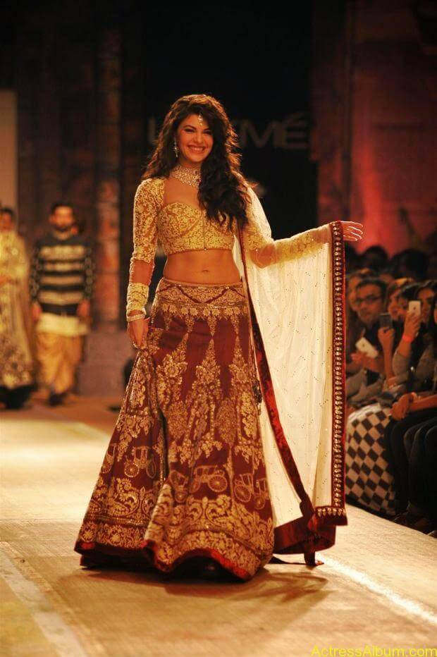 Jacqueline Fernandez Ramp walk wallpapers (5)