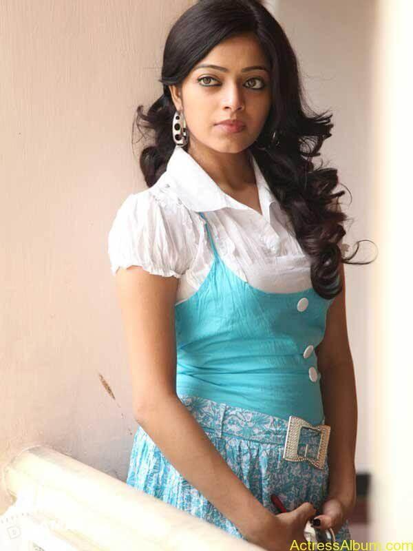 Janani iyer hot stills (2)