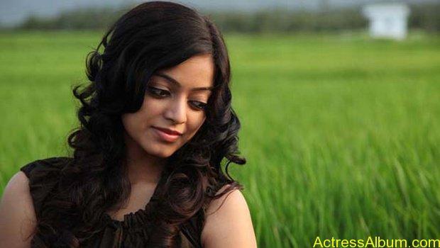 Janani iyer hot stills (9)