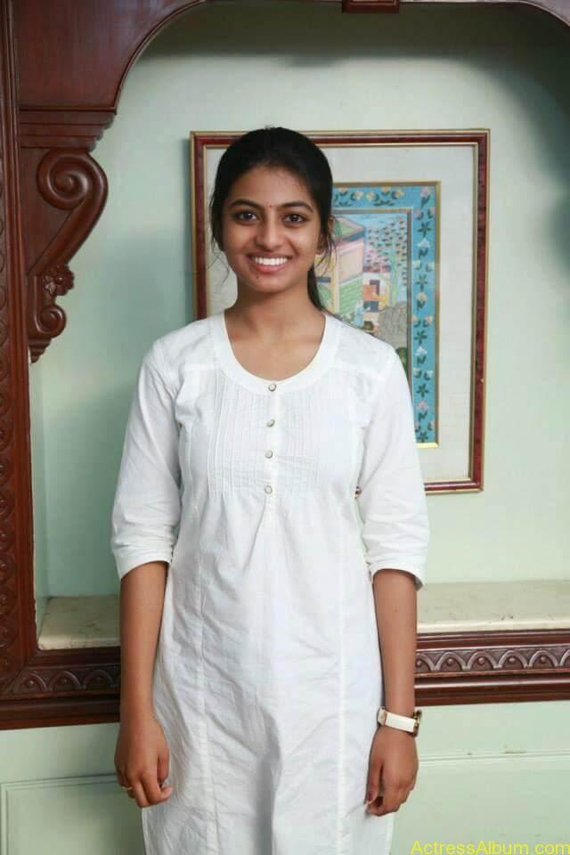 Kayal Movie Heroin Anandhi Latest stills (10)