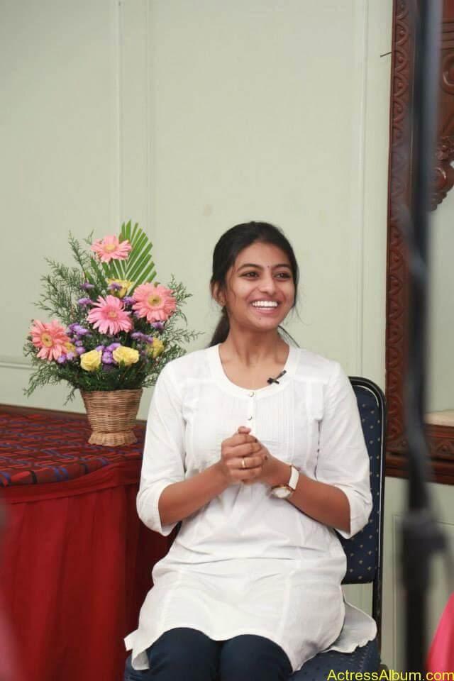 Kayal Movie Heroin Anandhi Latest stills (11)