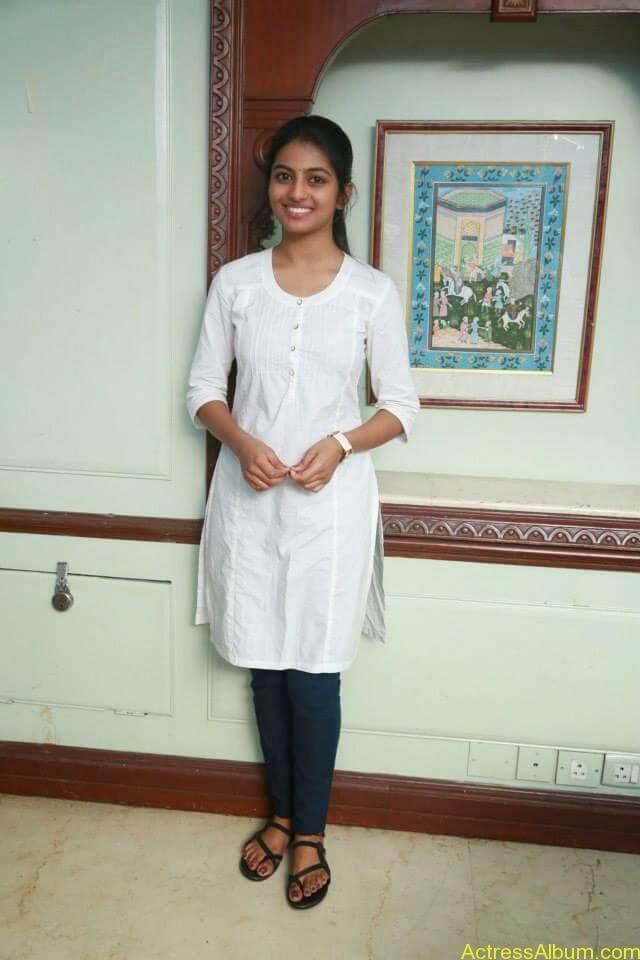 Kayal Movie Heroin Anandhi Latest stills (3)