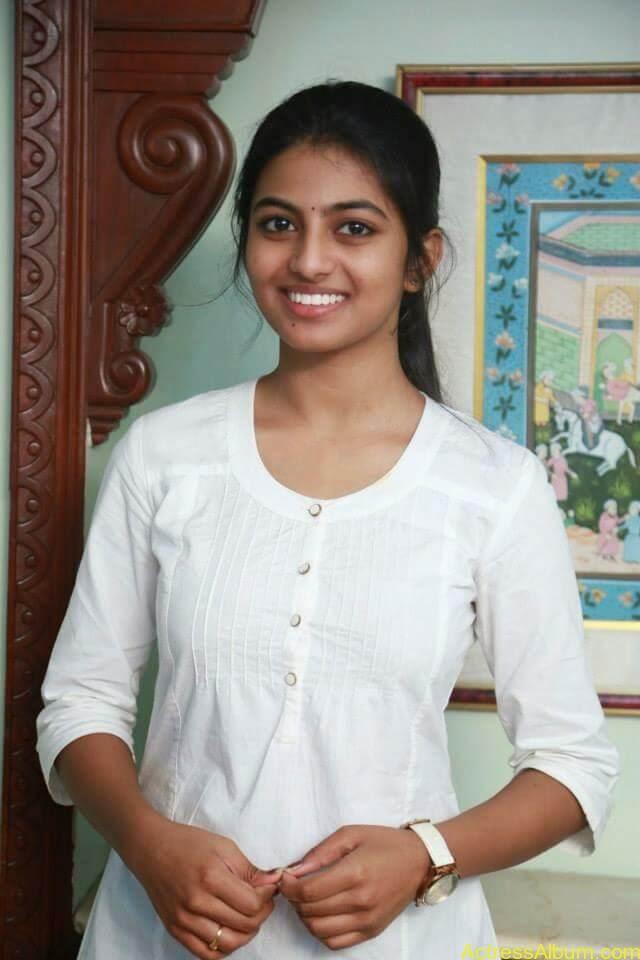 Kayal Movie Heroin Anandhi Latest stills (4)