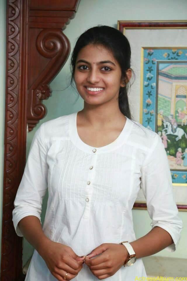 Kayal Movie Heroin Anandhi Latest stills (5)