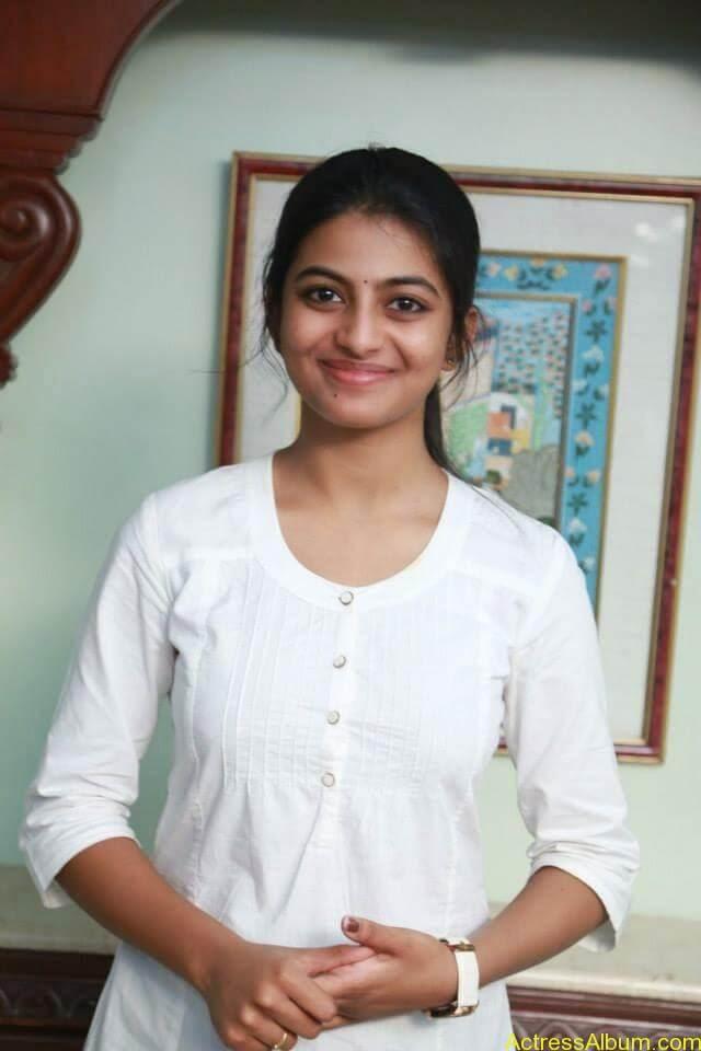 Kayal Movie Heroin Anandhi Latest stills (7)