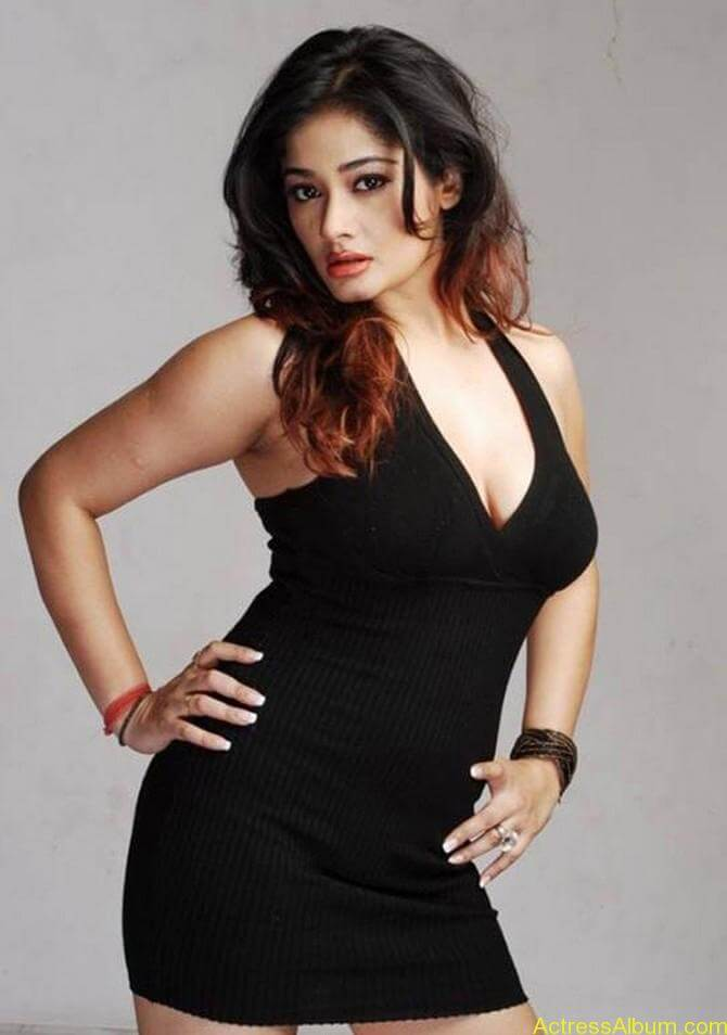 Kiran Rathode Unseen Hot Photoshoot in Black Dress (1)