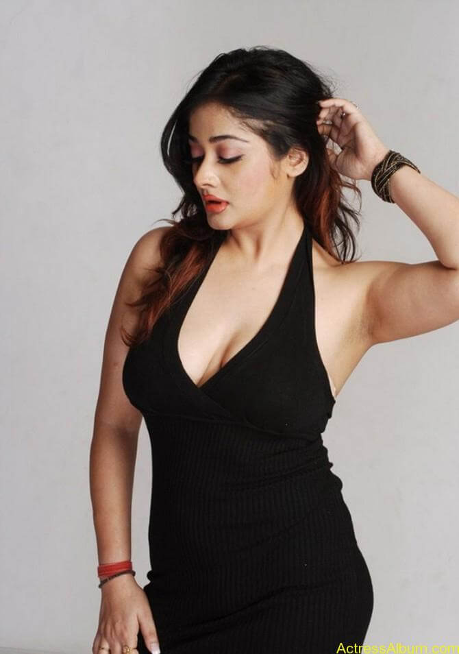 Kiran Rathode Unseen Hot Photoshoot in Black Dress (11)