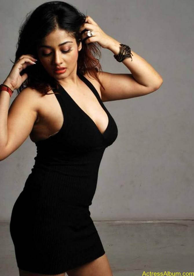 Kiran Rathode Unseen Hot Photoshoot in Black Dress (3)