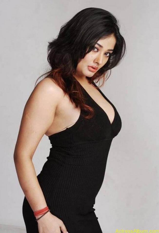 Kiran Rathode Unseen Hot Photoshoot in Black Dress (4)