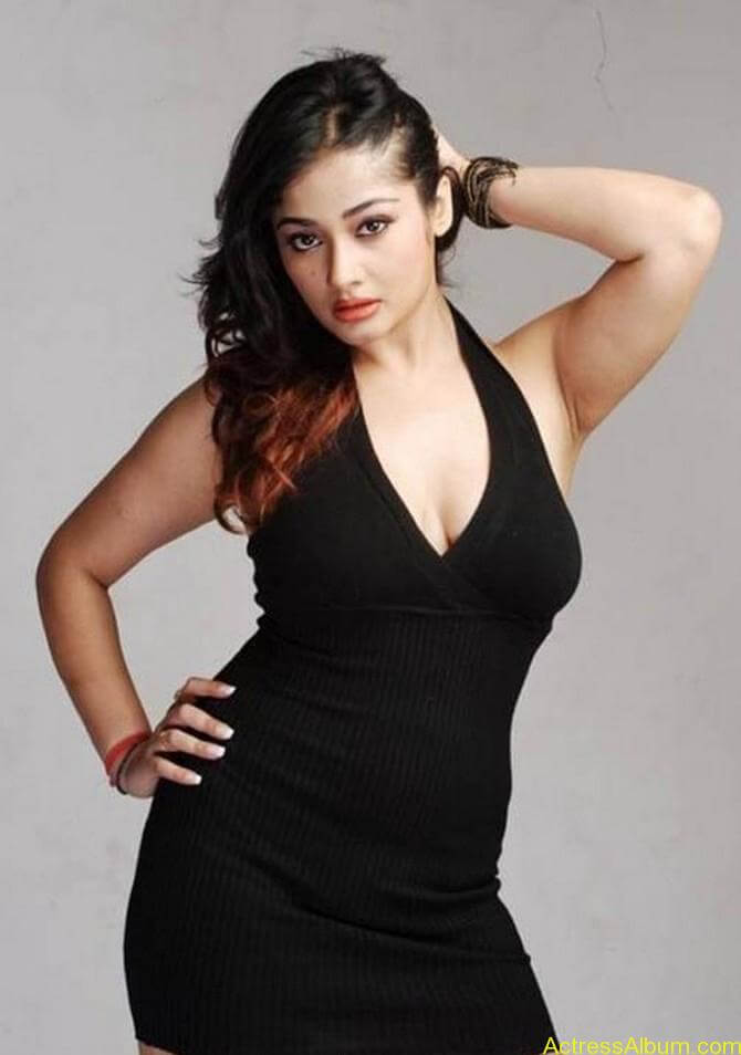 Kiran Rathode Unseen Hot Photoshoot in Black Dress (5)