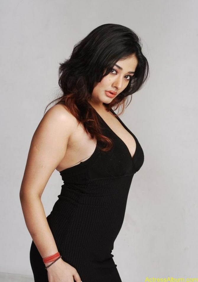 Kiran Rathode Unseen Hot Photoshoot in Black Dress (9)