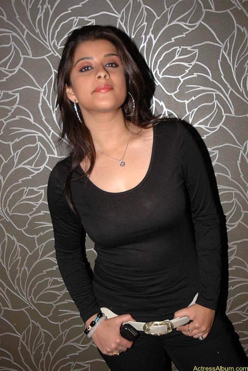 Madhurima hot photos stills in black t-shirt (23)
