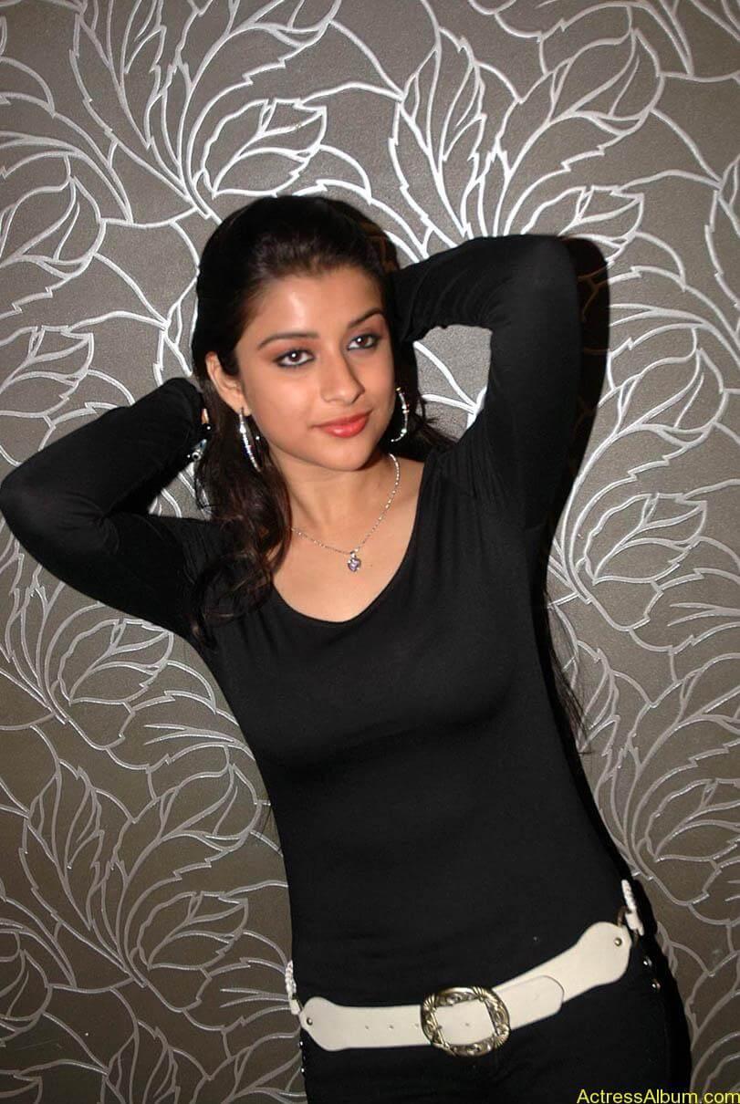 Madhurima hot photos stills in black t-shirt (24)